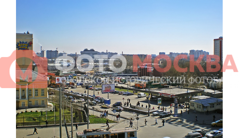 Станция метро Чкаловская