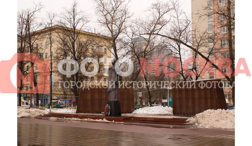 Монумент вечной славы погибшим сотрудникам 1-го ГПЗ в Великой Отечественной Войне