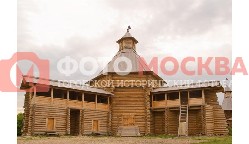 Моховая башня Сумского острога - экспонат музея деревянного зодчества в Коломенском