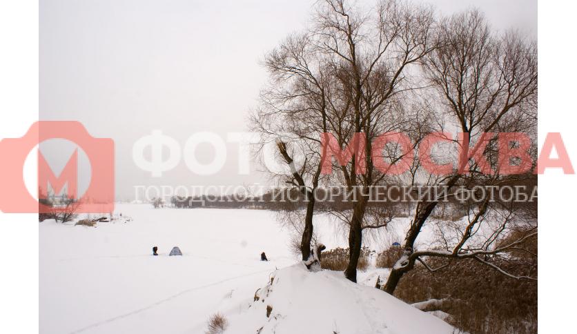 Рыбаки в Кожуховском затоне