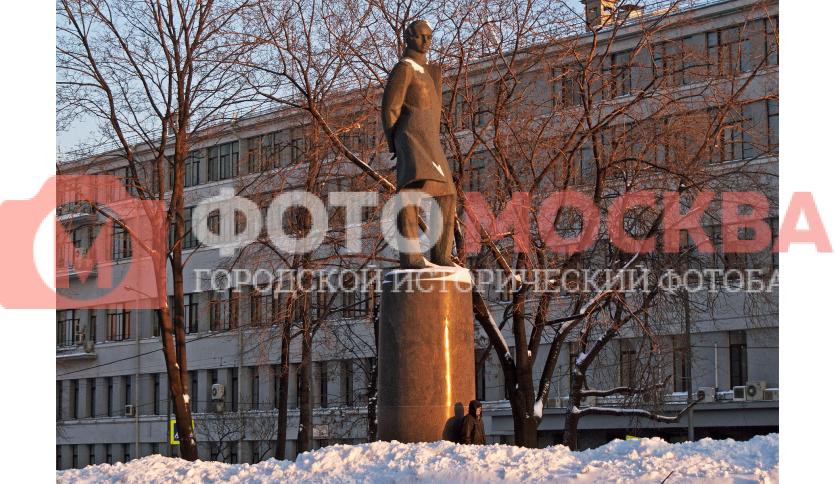 Памятник М.Ю. Лермонтову