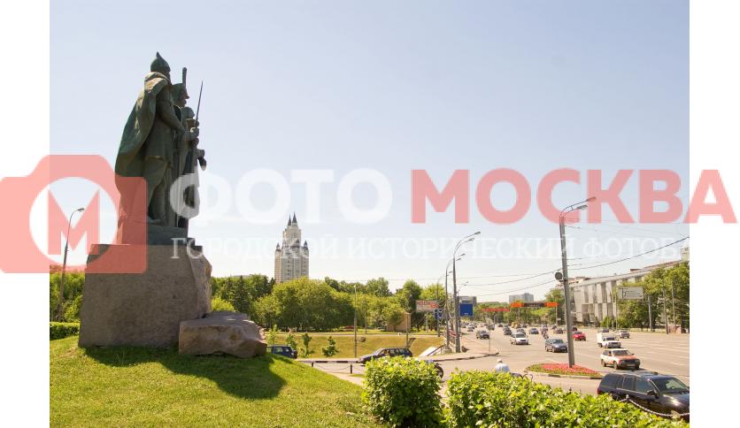 Памятник «Защитникам земли Российской»