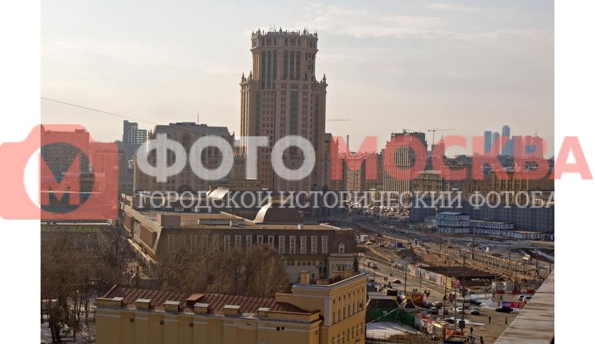 Павелецкая площадь. Слева Павелецкий вокзал.