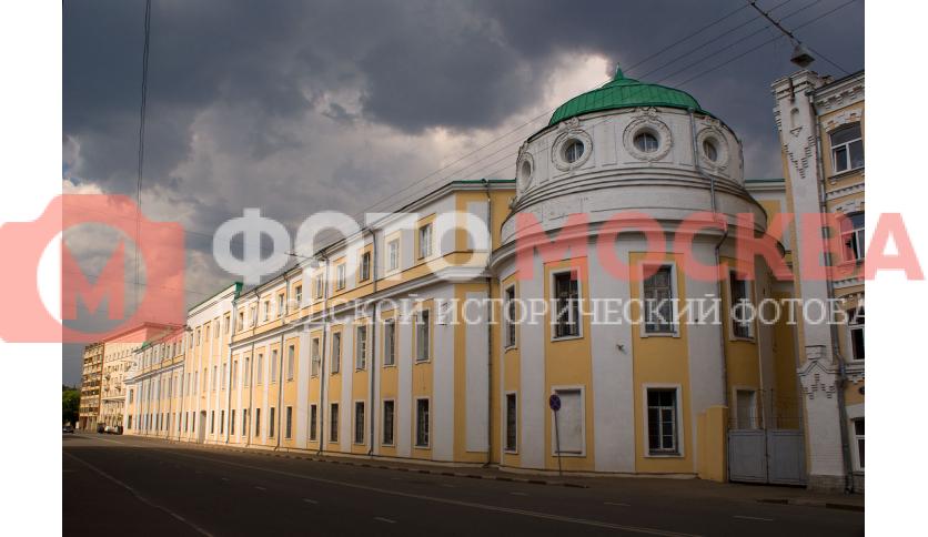 Штаб МВО со стороны улицы Садовнической