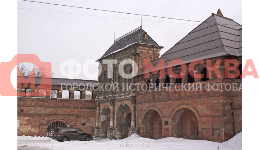 Парадные («Святые») ворота Крутицкого монастыря