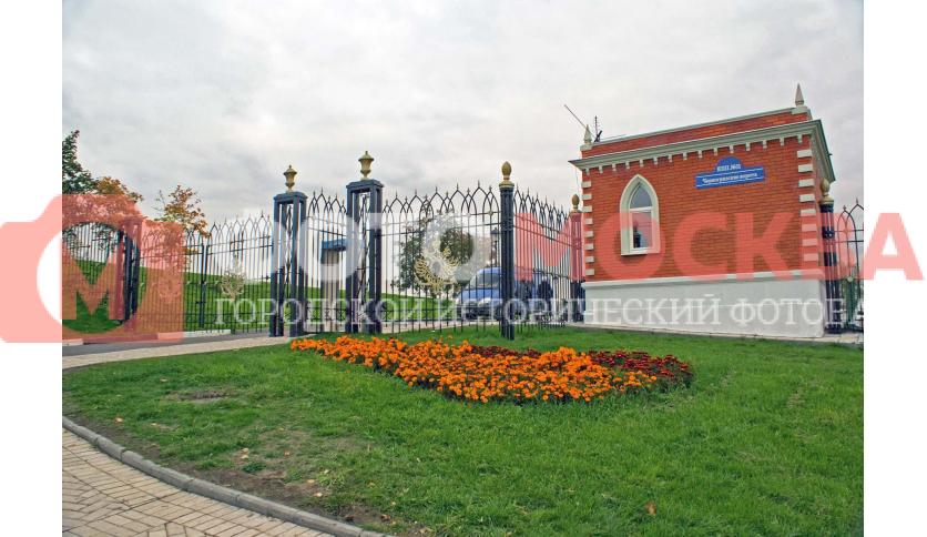 Черногрязские ворота в парк