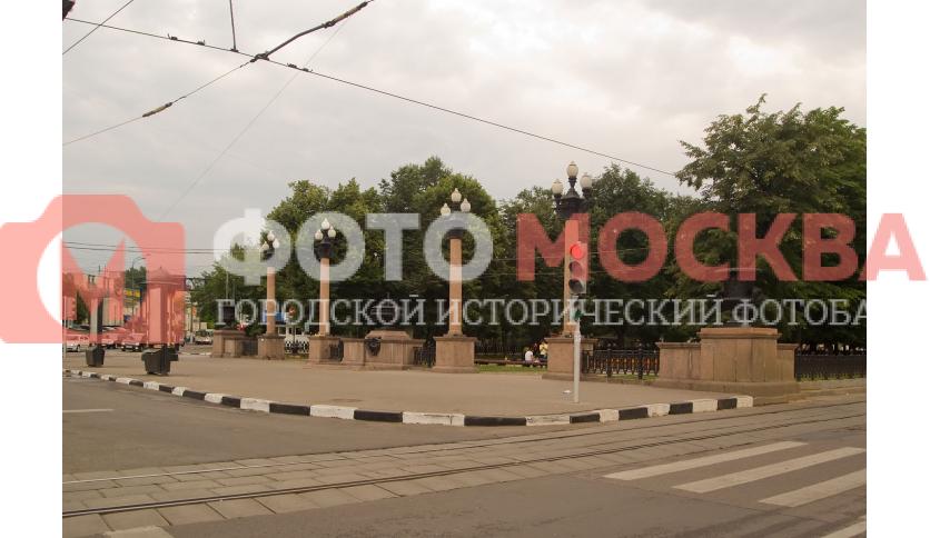 Сквер на улице Серпуховский вал