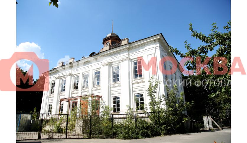 Главное здание усадьбы Нарышкина, построенное в 1744 г.