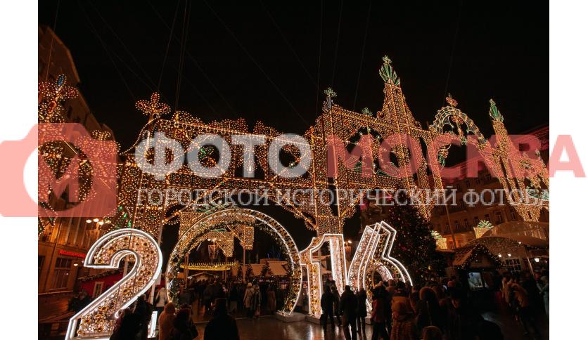 Новогодние украшение на Тверской площади