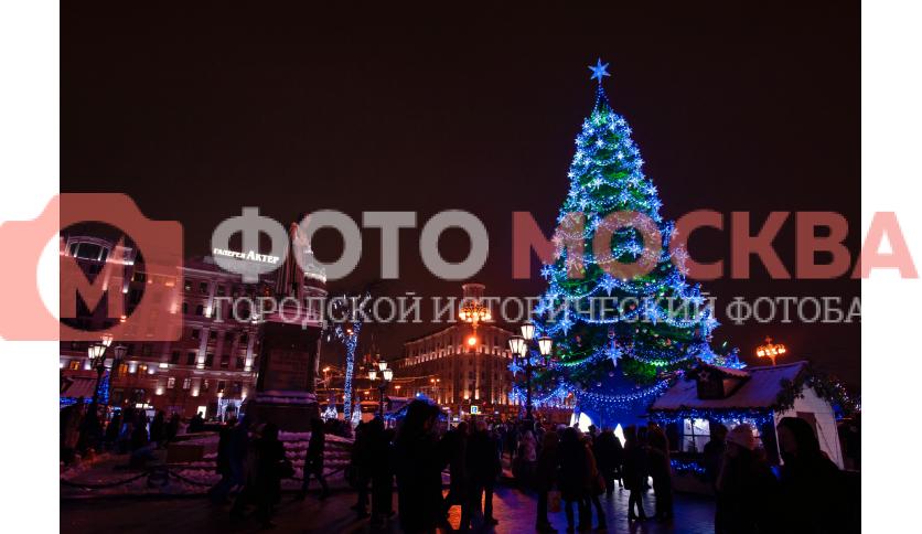Новогодняя ёлка у памятника Пушкину
