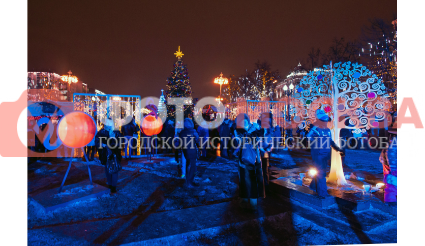 Новогодние украшения в Новопушкинском сквере