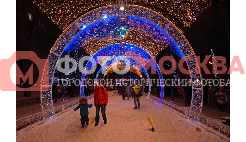 Туннель из гирлянд на Тверском бульваре