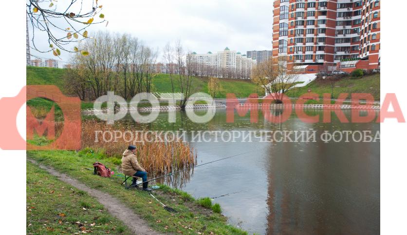 Рыбак у Большого Очаковского пруда