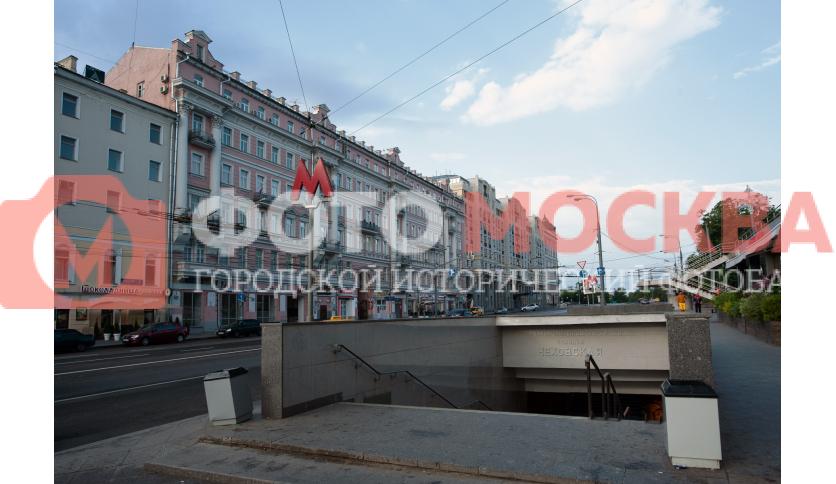 Вход № 14 метро «Чеховская»