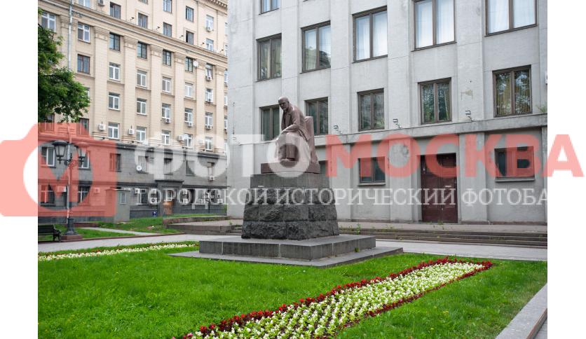 Памятник В.И. Ленину в сквере