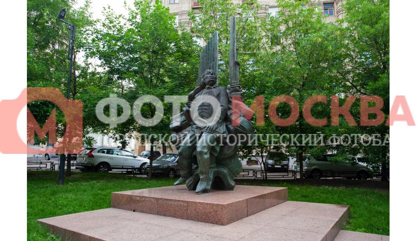 Памятник А.И. Хачатуряну