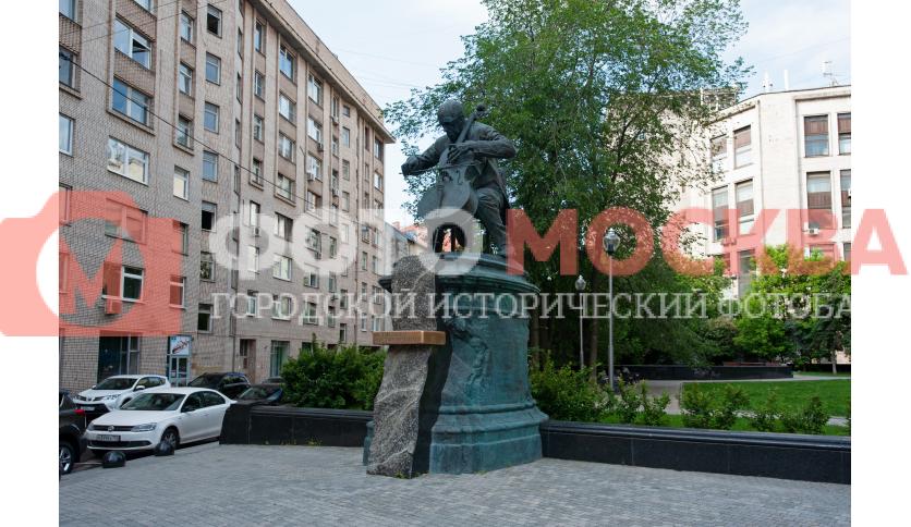 Памятник М.Л. Ростроповичу