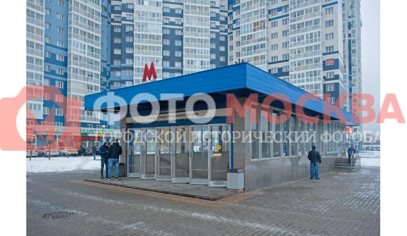 Вход № 4 метро «Улица Академика Янгеля»