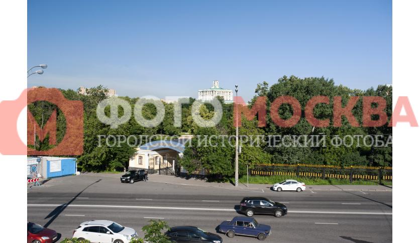 Екатерининский парк и верхушка Театра Российской Армии