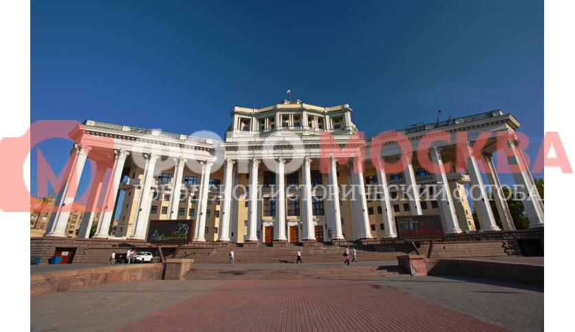 Вход в театр Российской Армии