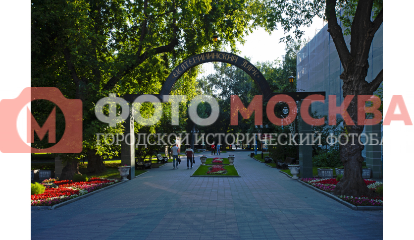 Арка в Екатерининском парке