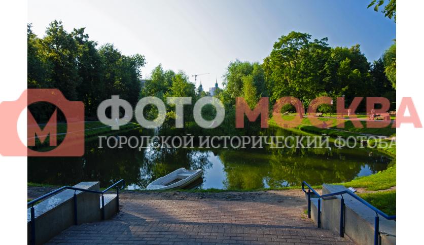 Большой Екатерининский пруд и островок