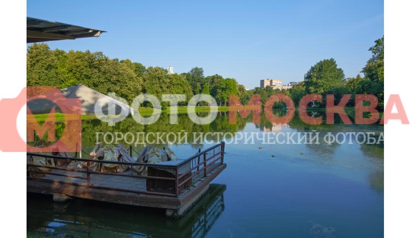 Вид на большой Екатерининский пруд с причала