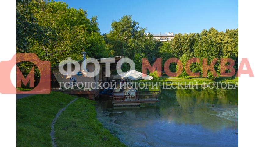 Причал-кафе в Екатерининском парке