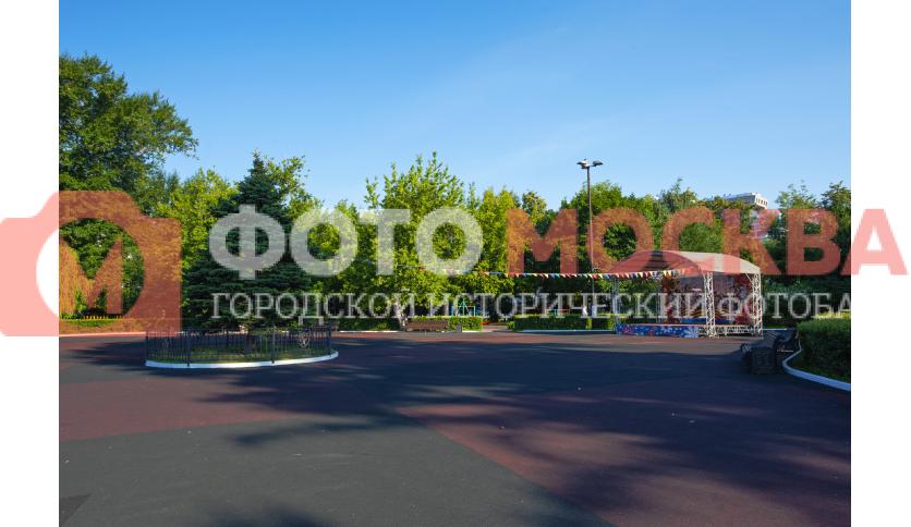 Площадка с эстрадой в Екатерининском парке
