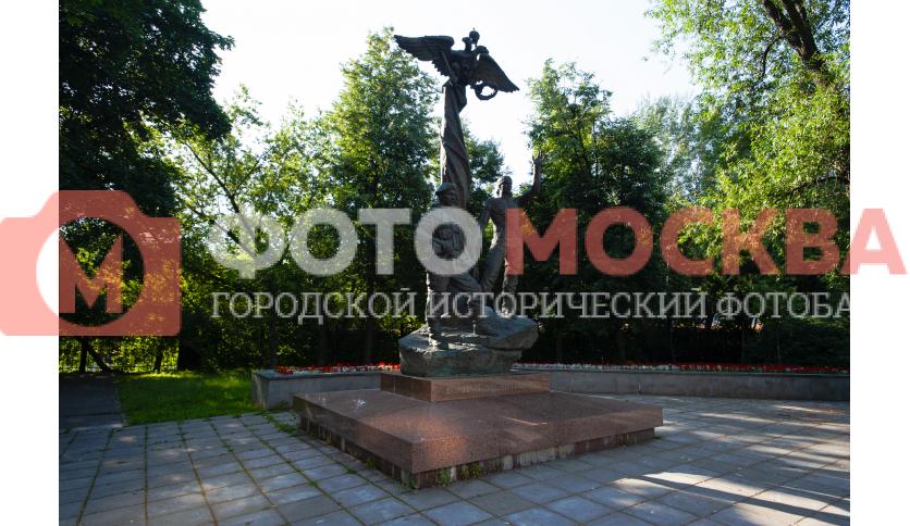 Памятник воинам-десантникам
