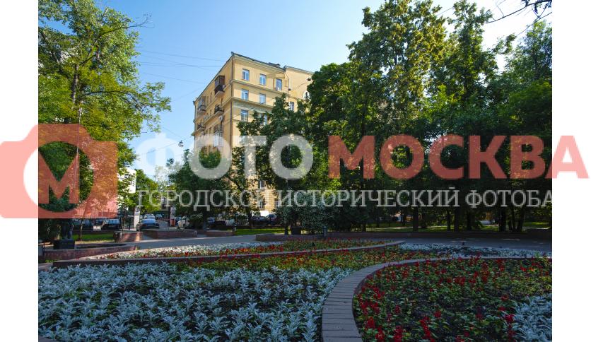 Цветник на площади Борьбы