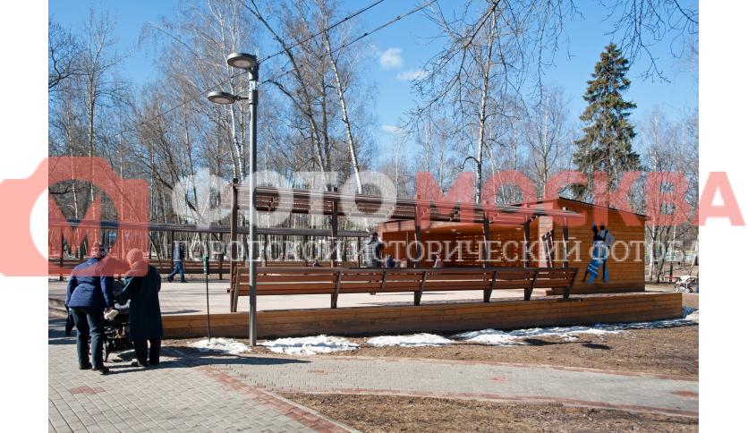Площадка в Лианозовском лесопарке