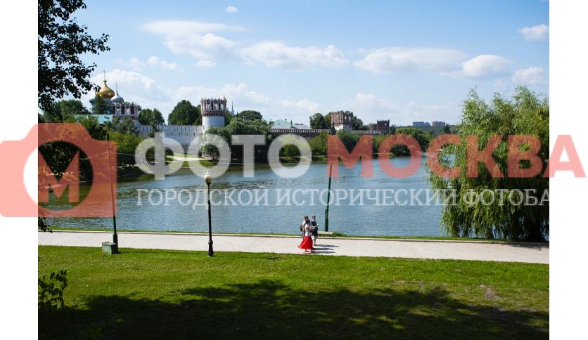 Новодевичий пруд и Новодевичий монастырь
