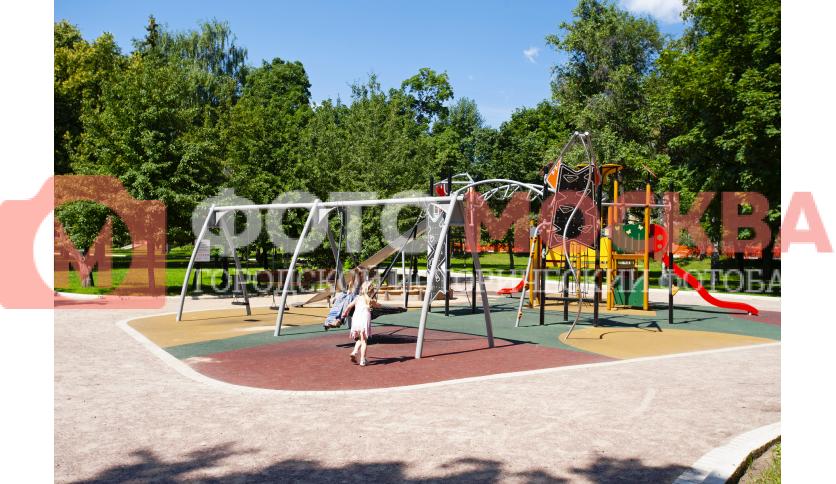 Детская площадка в парке Новодевичьи Пруды