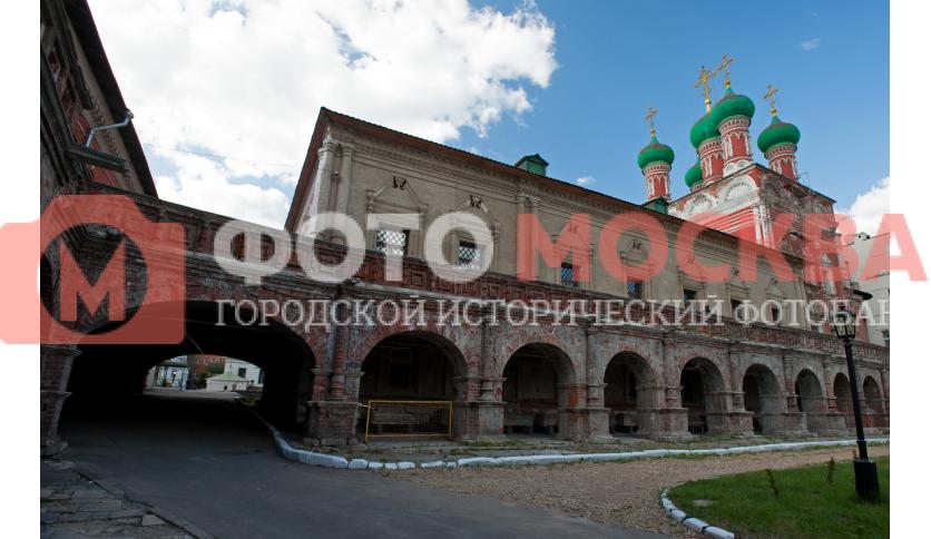 Аркада в Высоко-Петровском монастыре