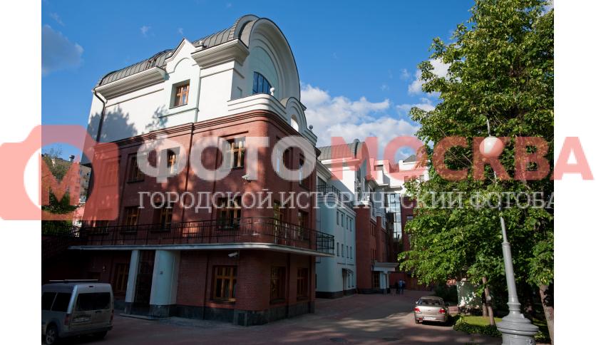 Боковые здания Новой оперы