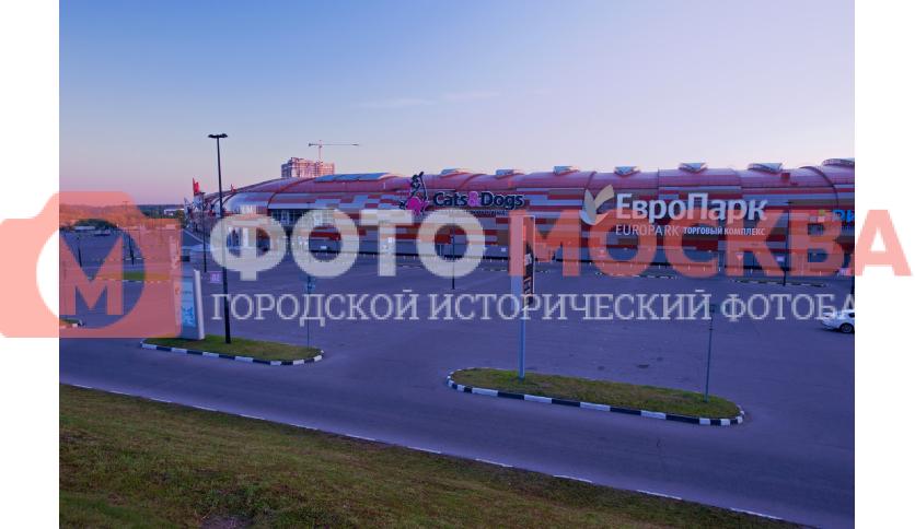 Автостоянка перед ТК «Европарк»