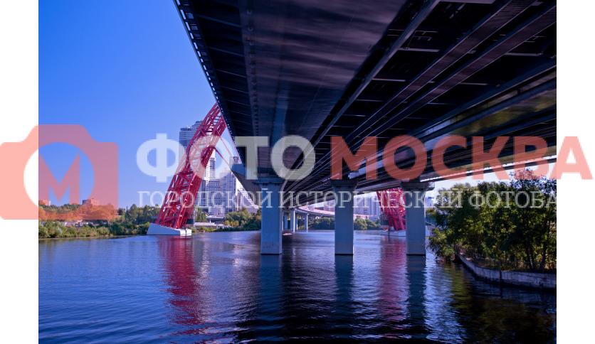 Мост через Москву реку снизу