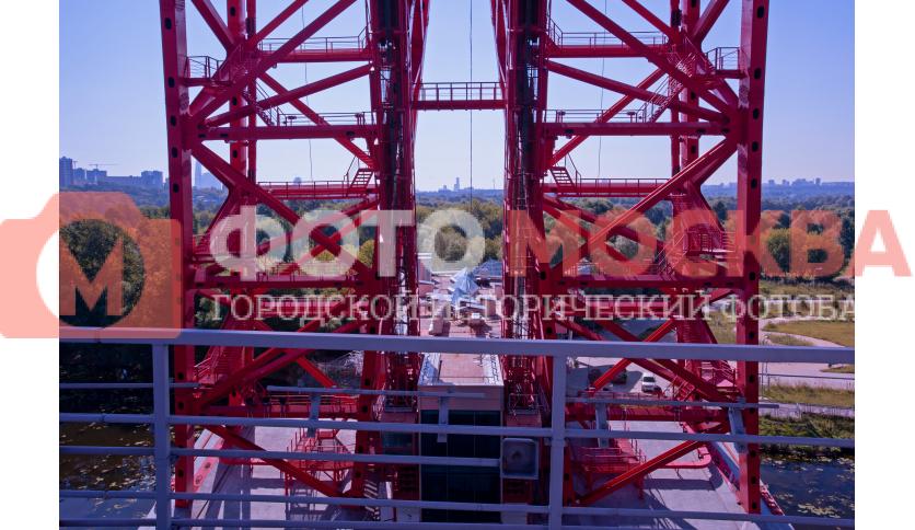 Пилон моста через реку Москву