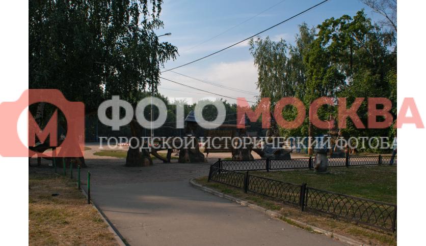Деревянные статуи в Кузьминках