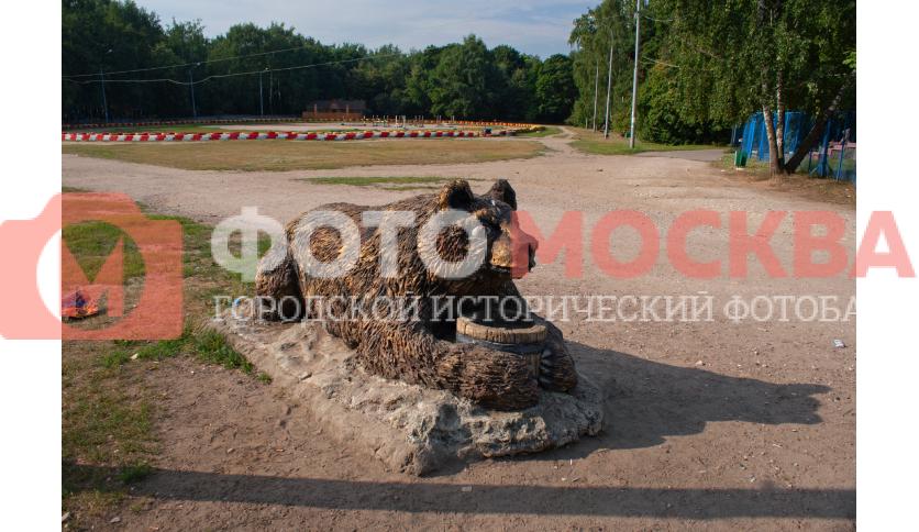 Деревянный медведь в Кузьминках
