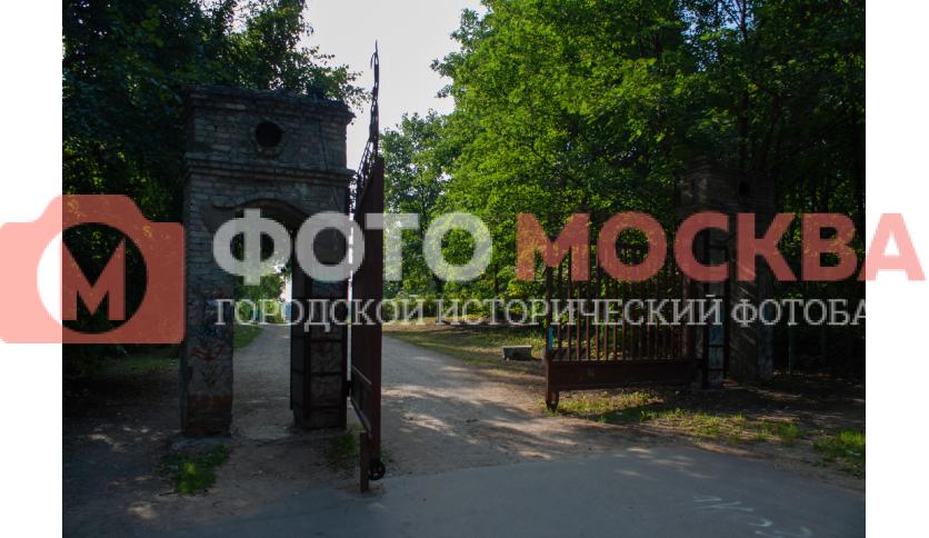 Западные ворота усадьбы Кузьминки