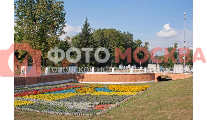 Стена музей-усадьбы Кузьминки