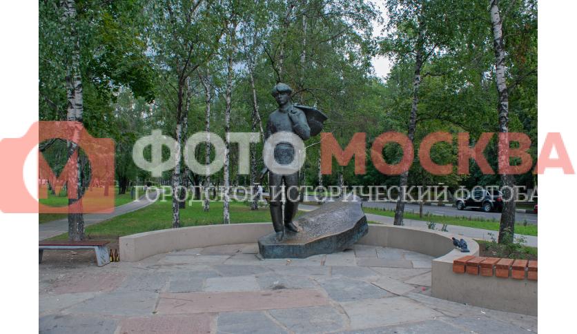 Памятник Есенину в Есенинском бульваре