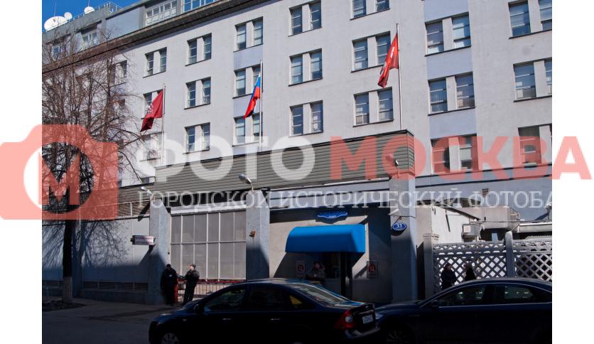 Главный вход в здание «ТВЦ»