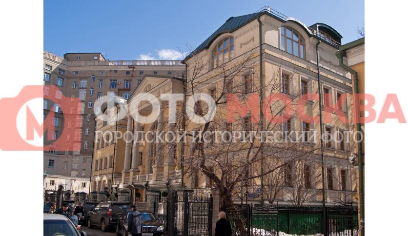 Средний Овчинниковский переулок, 16