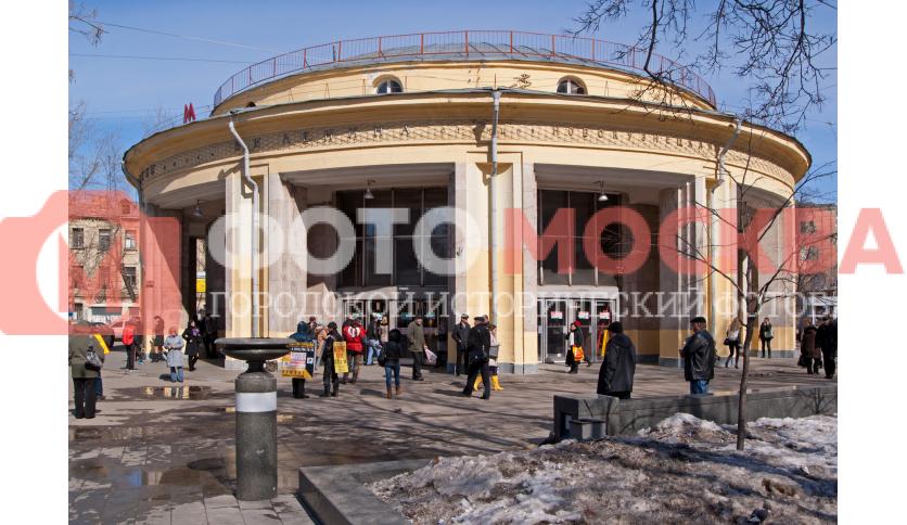 Станции метро «Новокузнецкая»