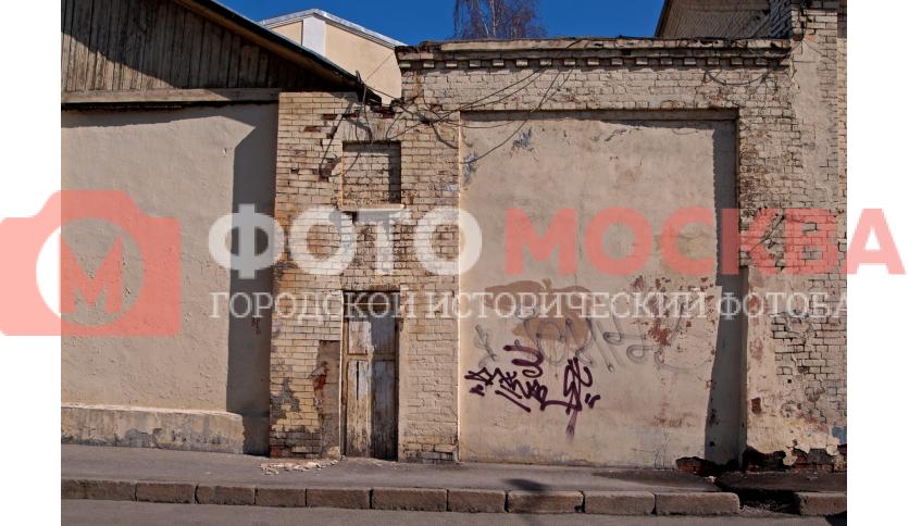 Старые стены конюшен интендантского управления