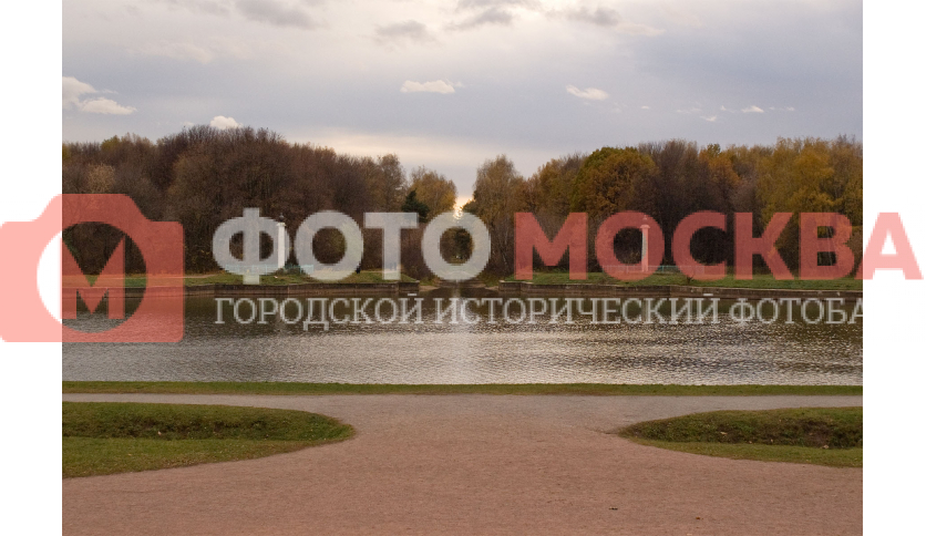 Факельные колонны Обводного канала Кусковского пруда