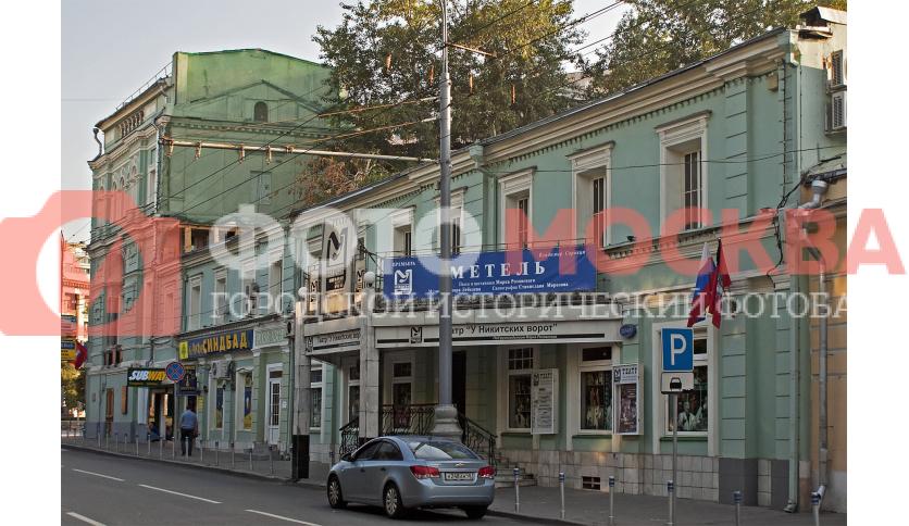 Театр «У Никитских ворот», вход с Никитского бульвара
